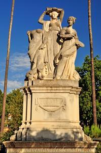 Sevilla, Parque de María Luisa, Grupo que representa al Arte en la Glorieta de Covadonga
