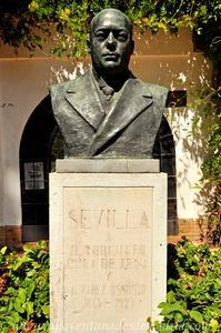 Sevilla, Parque de María Luisa, Busto de la Glorieta de Luca de Tena