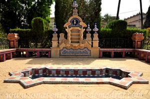 Sevilla, Parque de María Luisa, Fuente y cuerpo central de la Glorieta de Rodríguez Marín