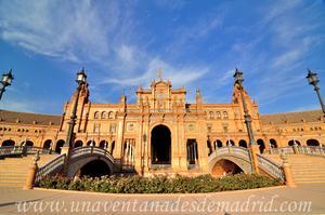 Sevilla, Parque de María Luisa, Edificio Central de la Plaza de España y los Puentes de Castilla y León
