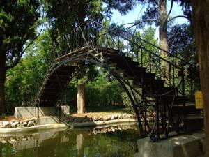 Parque de El Capricho, Puente de Hierro