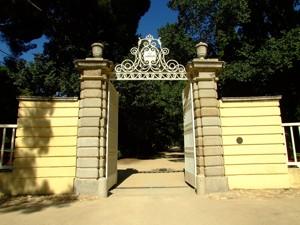 Parque de El Capricho, Puerta de Entrada