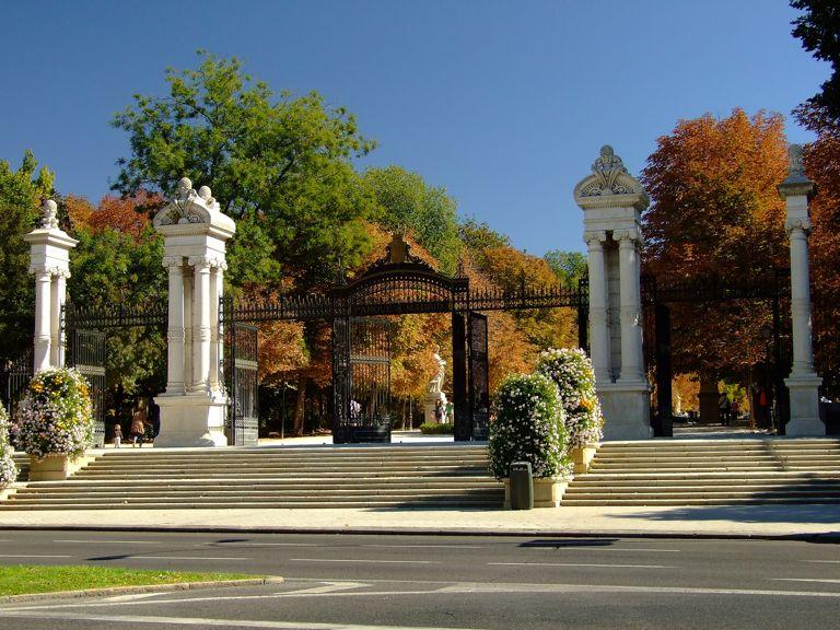 El retiro sus puertas y entradas for Parques de madrid espana