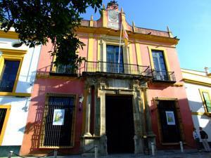 Reales Alcázares, Salida por el Patio de Banderas