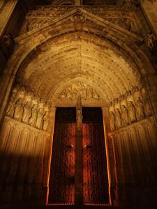 Toledo, Catedral de Santa María, Puerta del Perdón por la noche