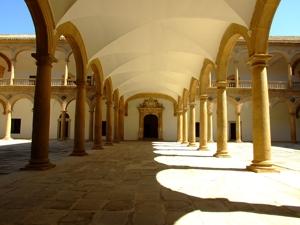 Toledo, Hospital de Tavera, arcada de entrada