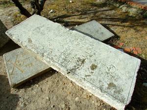 Torrejón de Velasco, Lápidas del antiguo cementerio